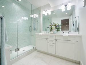 Krom Kulplu Banyo Dolabı