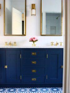 Çift Aynalı Mavi Renk Banyo Dolabı