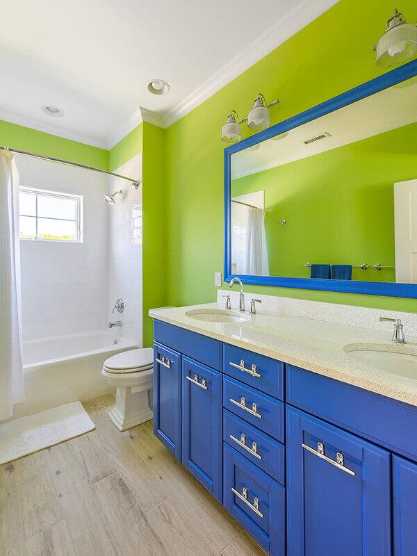 Uzun Kulplu Mavi Renk Banyo Dolabı