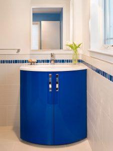 Dikine Kulplu Mavi Renk Banyo Dolabı