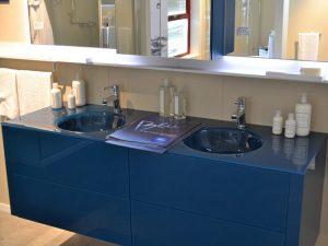 Çift Kişilik Mavi Renk Banyo Dolabı