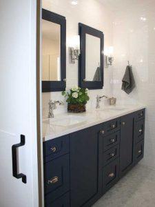 Beyaz Mermer Tezgahlı Mavi Renk Banyo Dolabı