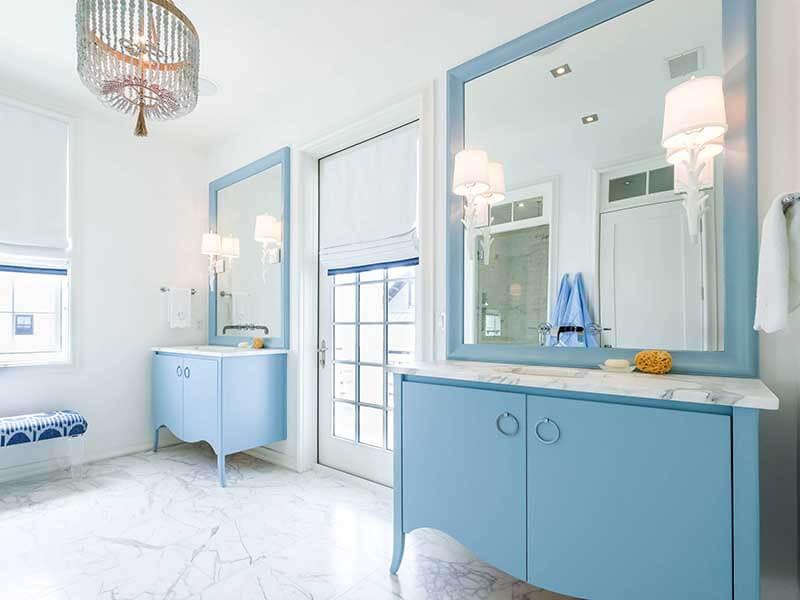 Geniş Banyo Mavi Renk Banyo Dolabı