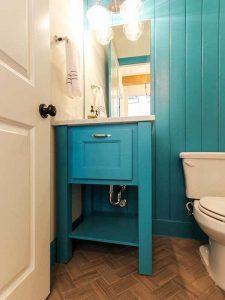 Minimal Mavi Renk Banyo Dolabı