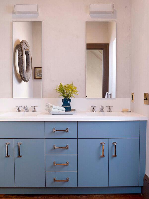 Krom Kulplu Mavi Renk Banyo Dolabı