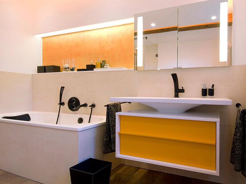 Beyaz Lavabolu Sarı Renk Banyo Dolabı Modeli