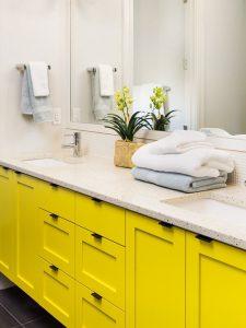 Çift Kişilik Sarı Renk Banyo Dolabı Modeli