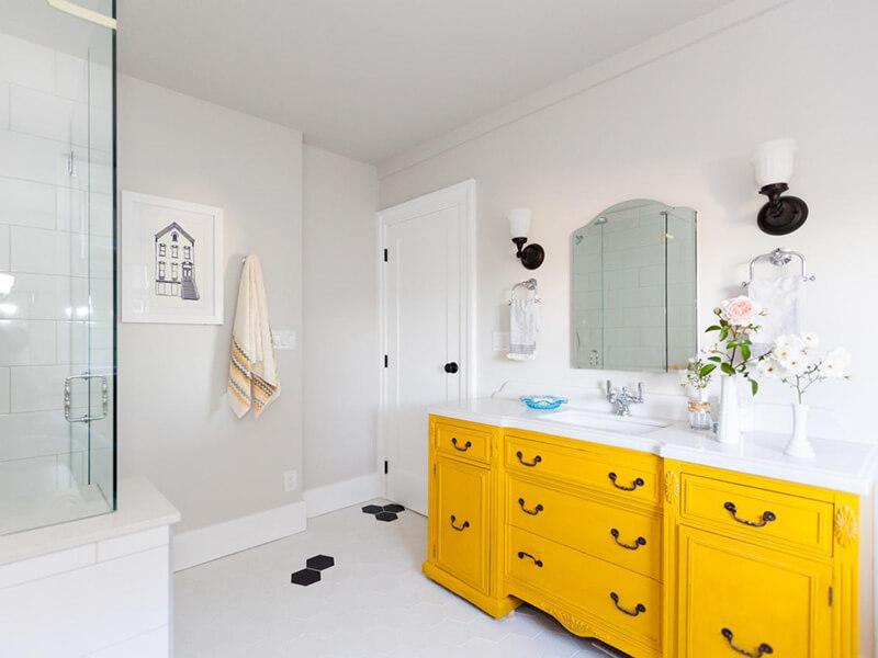 Klasik Sarı Renk Banyo Dolabı Modeli