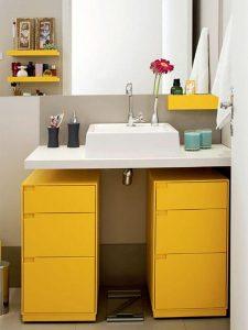 Hareketli Tasarımlı Sarı Renk Banyo Dolabı Modeli