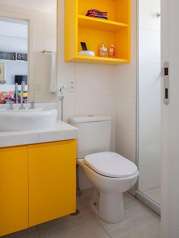 Beyaz Porselen Lavabolu Sarı Renk Banyo Dolabı Modeli