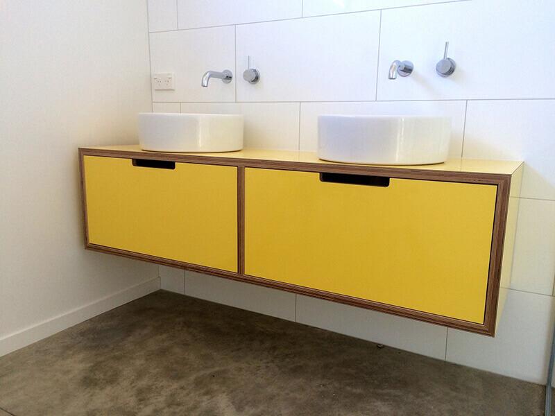 Çift Lavabolu Sarı Renk Banyo Dolabı Modeli