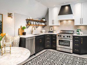 Country Tarz siyah beyaz mutfak dolapları