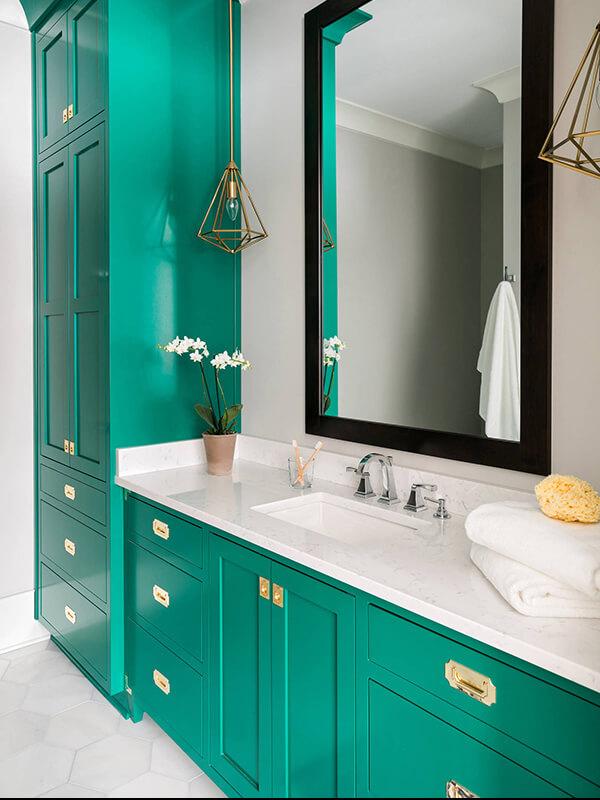 Beyaz Mermer Tezgahlı Yeşil Renk Banyo Dolabı Modeli
