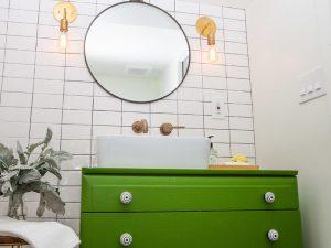 Yuvarlak Aynalı Yeşil Renk Banyo Dolabı Modeli