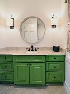 Siyah Nokta Kulplu Yeşil Renk Banyo Dolabı Modeli