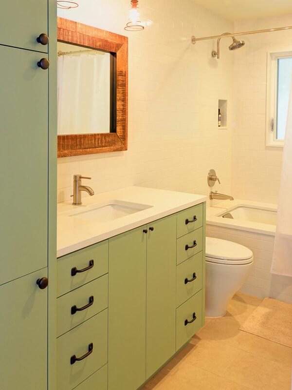 Düz Kapaklı Yeşil Renk Banyo Dolabı Modeli