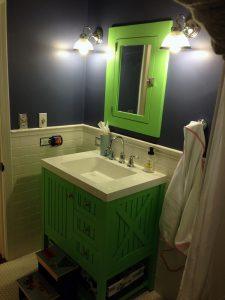 Tatlı Yeşil Renk Banyo Dolabı Modeli