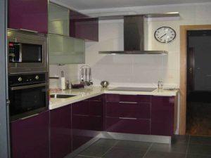 mürdüm beyaz mutfak dolabı modeli